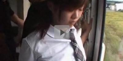 【集団レイプ】電車の中で取り囲まれたパイパン女子校生