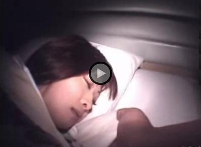【昏睡レイプ】ホテル夜這い!寝ている女子大生をクロロホルムで凌辱