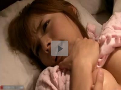 【Rio】夫が寝ている横で隣人からオナニーを強要される若妻 ローター責めと自分の指で声を押し殺して昇天