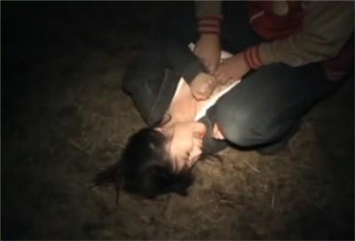 【リアルレイプ3本】夜に一人歩きする女性を狙う強姦魔 公園で林の中で押し倒され泣き叫ぶ女 雨の日傘をさしていて襲われた女 逃げるが捕まって浜辺で犯された女
