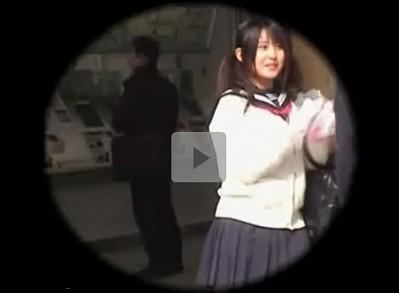 【ツインテール同性レイプ】痴女が可愛い女子校生を尾行しエレベーターで襲い掛かる セーラー服の上から胸を触りディープキス