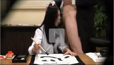 【盗撮/女子校生レイプ】顧問のじじいに変態猥褻行為をされながら「心」ときれいに書いて見せる書道ガールズ