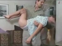 アダルト動画:外人がレイプされています。