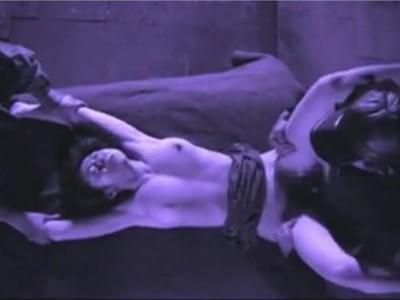 【小池絵美子/人質妻輪姦】身代金を奪う為にきれいな人妻を誘拐 見張りの男に慰み者にされ呆然・・・そして、これは金払いが悪い亭主に送られた「妻が押さえつけられてレイプされている」映像