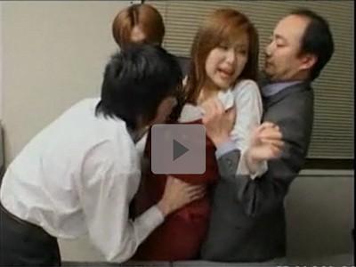 【あいだゆあ/OLレイプ】男性社員が職場で女性事務員を押さえつけて強姦 課長にセクハラを訴え辞める!と言うと逆に部下にやらせろと言われ・・。ハサミで脅してフェラさせる歪んだ恋心 誰か助けて