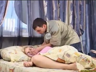 【外人近親相姦レイプ】自分の妹にクロロホルムを嗅がせて強姦する兄 ベッドで寝ている妹の意識を奪ってショーツに手を入れ自分のナニも突っ込む鬼畜の実兄 ★無修正