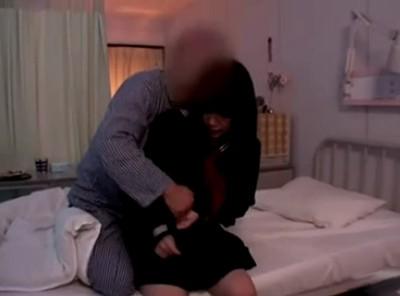 【JK姉妹レイプ】入院中の母親に付き添う健気な娘達が入院患者に犯されて・・。隣のベッドの男に犯される姉を見てしまう妹 そして同じ男に巨乳を揉まれ指を挿し込まれる妹
