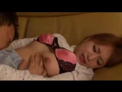 【吉沢明歩】酒に酔った父親が妻と間違えて養女をレイプ 若い娘のピンク色の乳首を舐め回し舌はどんどん下へ