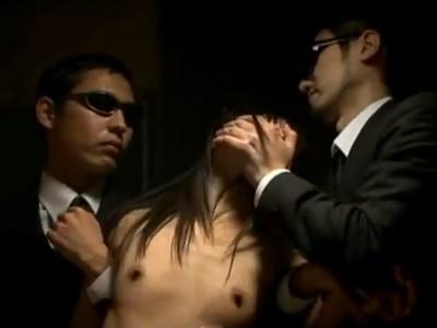 【朝倉ことみ/Vシネマ】婚約者の為に肉体をオークションされるOL 電車の中でぶち込まれ上司に犯され昔告白されてフッた男たちに輪姦された3日間 カレの目の前で汚されていく女