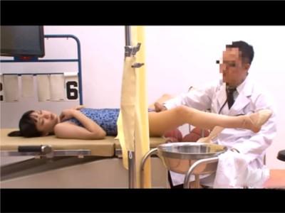 【だましレイプ】新体操の女子大生達の健康診断はおっぱいもマ〇コもチェック 炎症を起こしているので奥まで挿れますと自分のチ〇ポを挿入し、黙々と腰を動かす職権乱用の医師