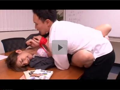 【女教師レイプ】裏サイトにレイプ動画がアップされ当然の様に先生を犯す生徒 抵抗する教師の両手をガムテープで拘束 玩具で徹底的にいたぶりまくる