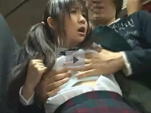 【女子校生】若い痴漢にバスの中で猥褻行為をされたJK 父親が隣にいる少女に痴漢する大胆不敵な男 恥ずかしさで助けてが言えない娘 泣きたい程イヤなのに少し感じてしまった・・・