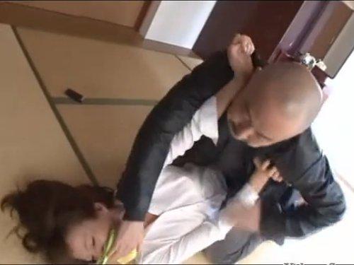 【澤村レイコ】レイプマニアに狙われた美人教師 クロロホルムで眠らせて拉致強姦 地下室でスーツを引き裂き両手を押えてぶち込む男達 無理やりハメられた悲痛の叫び声