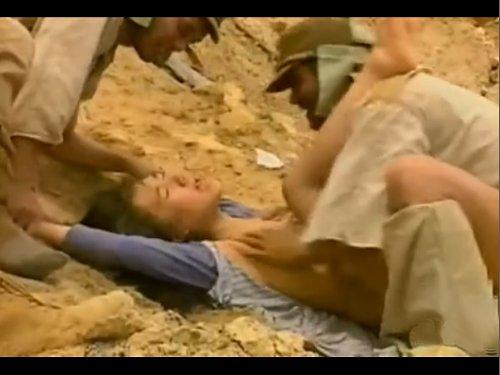 【残酷レイプ】兵士が民間人の娘を追いかけ押さえつけ犯して廻す 血を流し息も絶え絶えの娘にハメる残虐行為 戦時中に理性を失い狂った男達 肉体ばかりか命さえも奪った後の笑顔が怖い