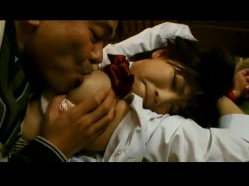 【女子校生監禁レイプ】少女を拘束・監禁 スク水・セーラー服を着せられ犯された 童顔も巨乳もそして恥ずかしい所も全てヤニ臭いオヤジの舌で舐めつくされた