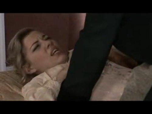 【外人レイプ】気高いお姫様をスキンヘッドの男が無理やりベッドに押し倒す ドレスを脱がせる迄が見せ場 その後はお姫様が超感じてクンニでイッテしまいます 抵抗の仕方も上品です ★無修正