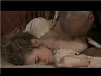 純真無垢な乳首を吸れて姫の顔がゆがむ