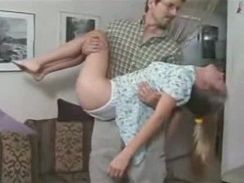 【外人少女猥褻行為】ワンピース姿のポニーテール娘にクロロホルムを嗅がせて眠らせた男 ぐったりした女のコの洋服を脱がせていきながら抱っこ 少女の裸体を楽しむ変態野郎 ★無修正