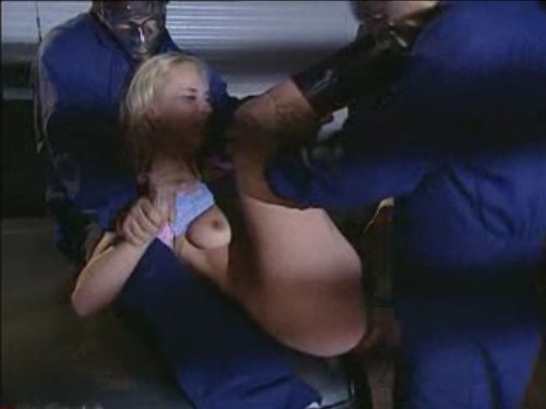 【外人アナルレイプ】ブロンドの女性がガレージに車を入れたら仮面をした2人組の侵入者に襲われた 車のボンネットで極太チ〇ポをアナルにぶち込まれた ★無修正