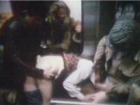 【電車内レイプ】レトロな映像 いかにもワルそうな男二人が乗客の女性二人を犯す 上着をはぎ取り抵抗する女性の腹にパンチ Wフェラ後立ちバック  ★無修正