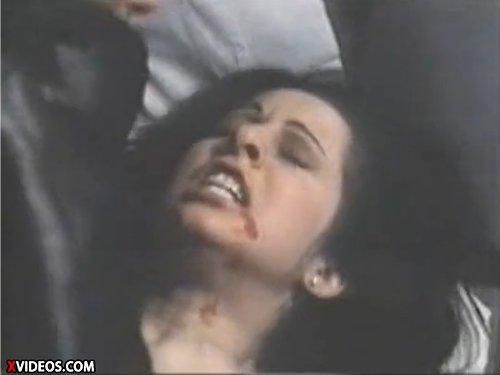 【古い外人レイプ】女性の部屋に押し入りナイフで脅して顔をビンタ 口から血を流し苦痛の表情の女性の両手を拘束 ベッドが壊れそうな程激しく犯す ★無修正