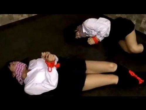 【女子校生ダブルレイプ】レズの女の子二人を誘拐 若い肉体を前に目がギラギラする男達 ウケをかばったタチにウケをぺニバンレイプさせる 汚された純白の下着