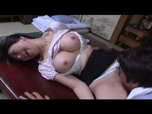 【人妻レイプ】夫が世話になっている大工職人に犯される巨乳の奥さん 豊満なおっぱいをカンナとトンカチで刺激され濡れて受け入れてしまう敏感過ぎる肉体
