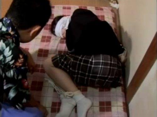 【椎名りく/女子校生誘拐】人質への性的虐待 身代金目当てに社長令嬢を拉致 目隠しされて縛られているJKに欲情したオヤジがお嬢様をレイプ