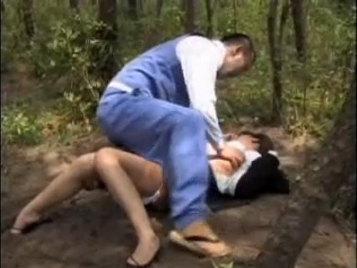 【強姦魔/花岡じった】恋人の目の前で女を犯すレイパー 車でデートしていたカップルは引き離され、スーツの女性が野外で強姦 土まみれになって犯された