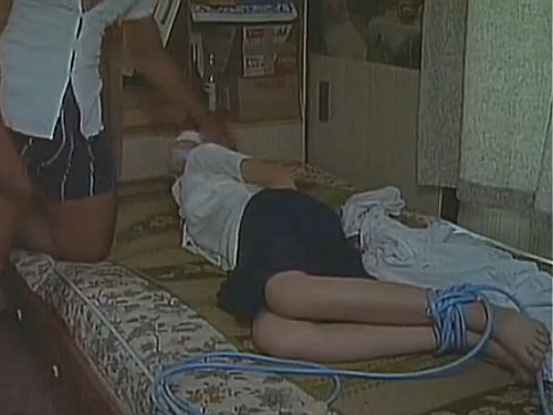 【Vシネマ/濡れ場】脱獄してきた凶悪犯の男に強姦される刑事の美人妻 ゴリラの様な元恋人に夫の目の前で犯された 監禁され毎日レイプ
