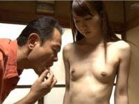 姪っ子の陥没乳首を眺める叔父