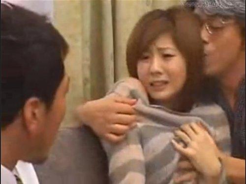 【麻美ゆま】近親相姦 処女は実父に奪われ逃げるように結婚した娘 一度関係を持った実兄を愛し自宅で逢引しているところを義父に目撃され、口止めの3P