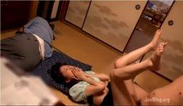 姉と父がうたた寝中に撮影