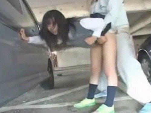 【女子校生強姦】駐車場は危ない!制服少女が見知らぬ男に襲われた まだ経験も少ない体を舐められ指を挿れられ口に放り込まれた 車に押し付けられてぶち込まれた