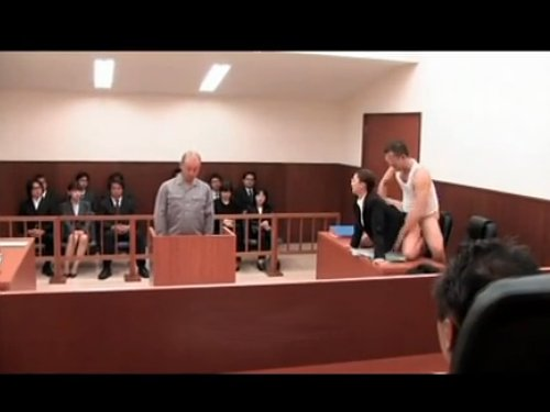 【裁判中にレイプ】いたって本人は真剣ですが、思わず笑えるエロ動画 左陪席の裁判官が法廷内の全ての人間からシカトされる 女性検察官と傍聴人にチ〇ポを挿入