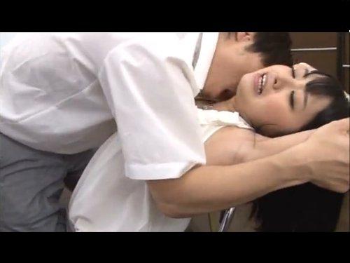 【愛内希】夏休みの夏季講習でやってきた美人の若い先生をレイプ 先生のきれいな脇に若い体が反応して抑えきれず