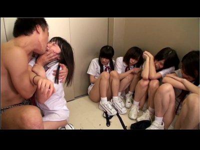 【密室レイプ】エレベーターに閉じ込められたあどけない女子生徒達と教師 真面目で優しかった先生が極限状態で豹変 泣きじゃくる可愛い教え子たちをレイプ