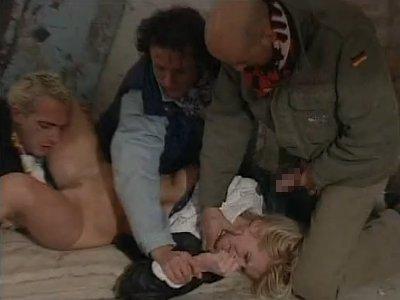 【外人輪姦】ガラの悪い男達に目をつけられた金髪の女性 殺気を感じて逃げるが取り押さえられ犯された 後ろの穴も凌辱 自動早回しで8分間 ★無修正