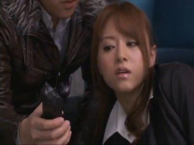 【吉沢明歩】だまされホテルに呼び出された貞淑で美しい妻が激しく犯された 夫殺害の濡れ衣を着せられ投獄 人間が追われるリアルなハンティングで続くレイプ