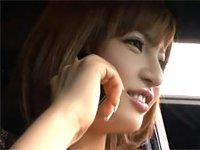目の前に止まった車の助手席にいる、すまし顔した女の胸があまりにも大きくて…