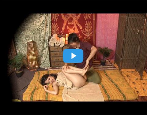 【盗撮】日本語が分からない外人マッサージ師に中出しされる荒川区の爆乳妻