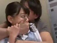 浜崎真緒の無料レイプ動画
