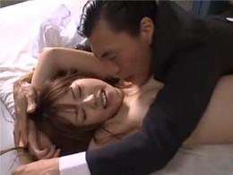 保健室で寝ている時に鬼畜な教師からレイプされる瑠川リナ。手マンで吹かされイキ狂う…