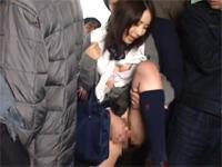 バスの車内で痴漢されたJK
