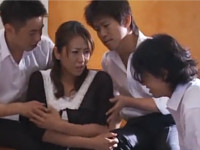 【藤下梨花】息子の悪い友達に輪姦される爆乳の母親 熟女の肉体を貪るハイエナの様な学生たち