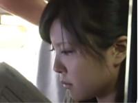【女子校生】清純な制服美少女 バス車内でわいせつ行為 スカートの裾を汚され口もよごされ・・