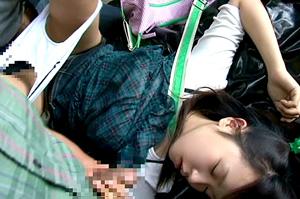 少女をスタンガンで眠らせてレイプ