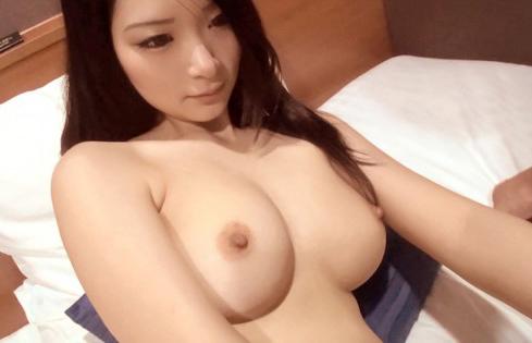 美乳・美尻の素人美女