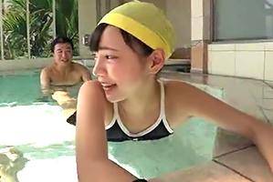 水泳教師になりすましてセクハラ